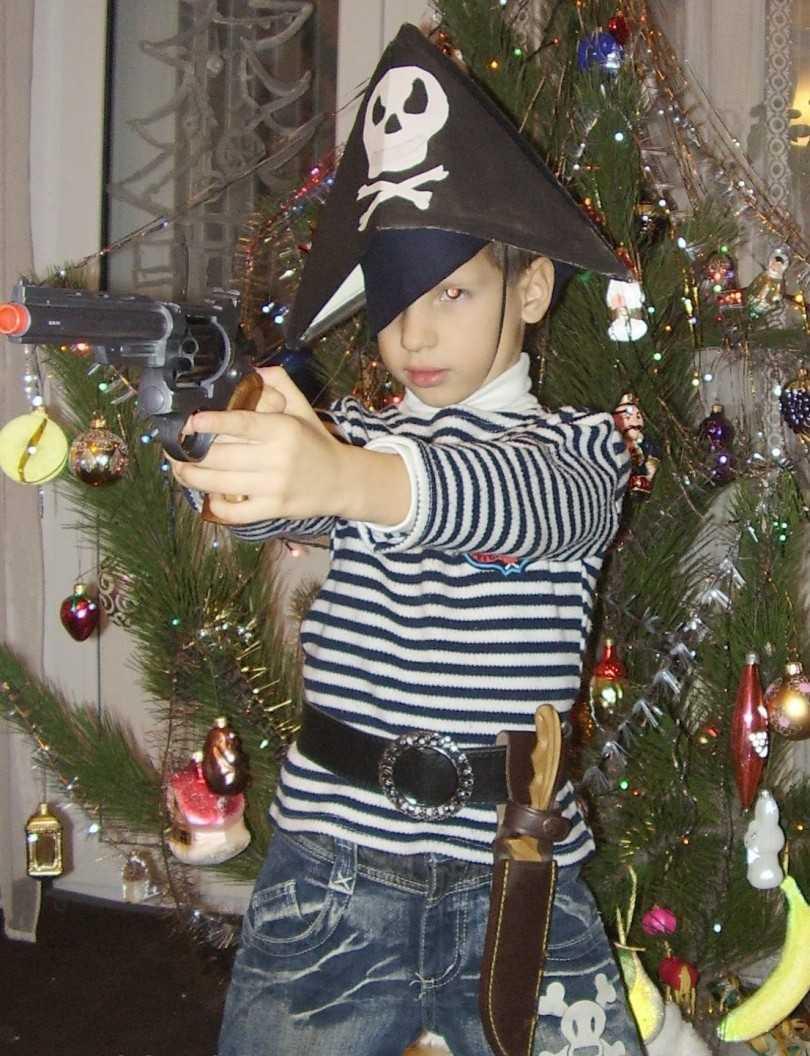 Kak-sdelat-kostyum-pirata-svoimi-rukami-13