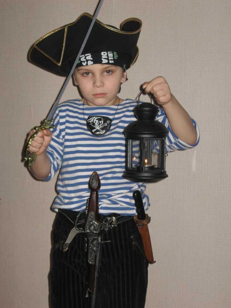 Kak-sdelat-kostyum-pirata-svoimi-rukami-15
