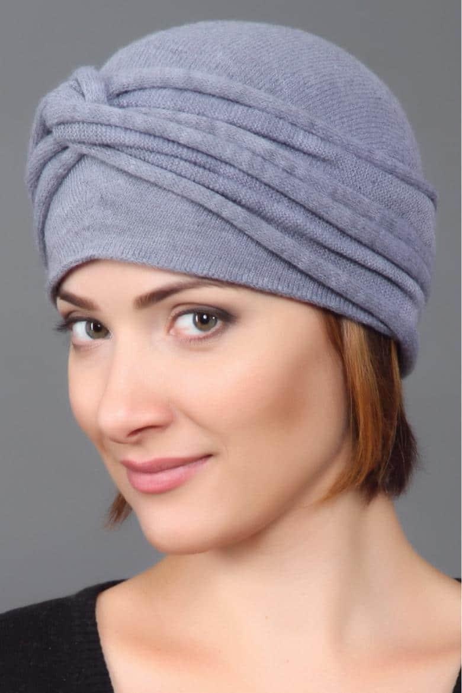 Девушка в красивой шапке