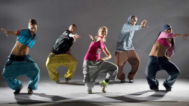 Hip-hop-odezhda-768x432-1