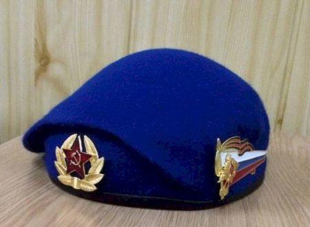 Kladem-na-stol-i-s-pomoshhyu-lozhki-ili-molotka-pridaem-formu-3-450x329