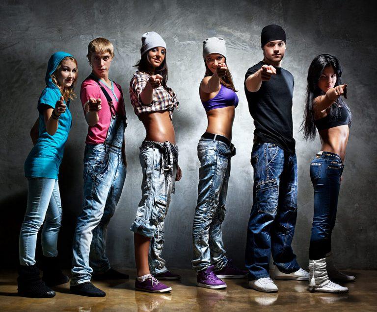 Odezhda-dlya-hip-hop-768x637-1