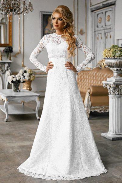 Kruzhevnoe-svadebnoe-plate-a-siluet-683x1024-1-400x600