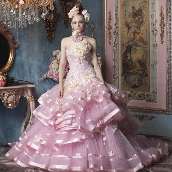 Plate-na-svadbu-rozovogo-tsveta