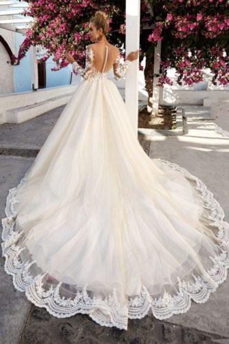 Pyshnoe-svadebnoe-plate-s-kruzhevom-683x1024-1-333x500