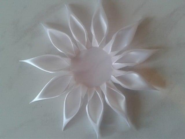 cvety-v-tehnike-kanzashi-26