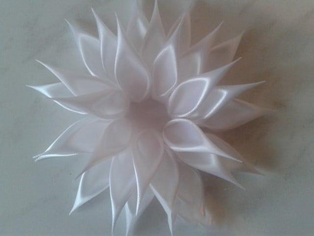 cvety-v-tehnike-kanzashi-27