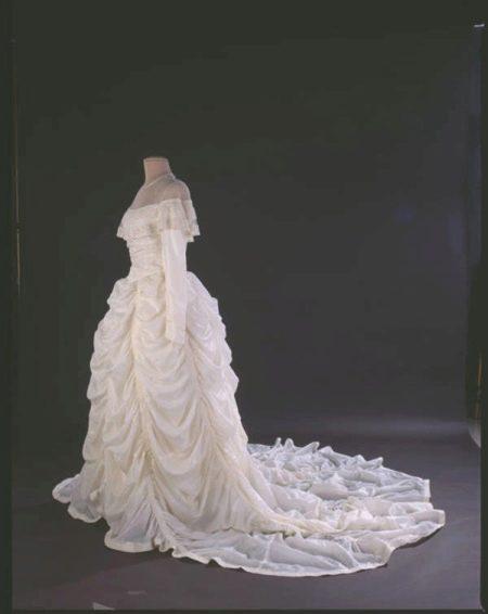 neobychnye-svadebnye-platya-24