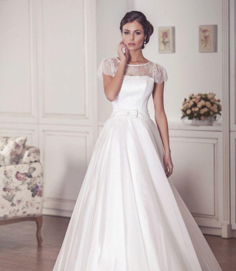 svadebnoe-plate-s-rukavami-iz-kruzheva-13