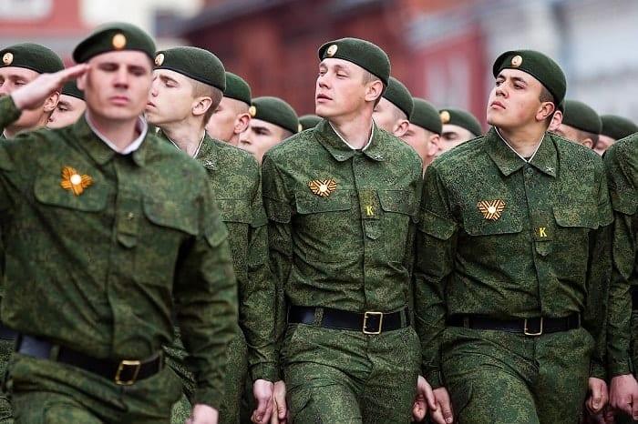 Парадная форма:  военная форма российской армии нового образца