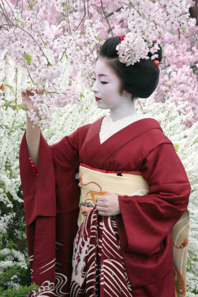 japonskoe-kimono-modeli-1-400x600