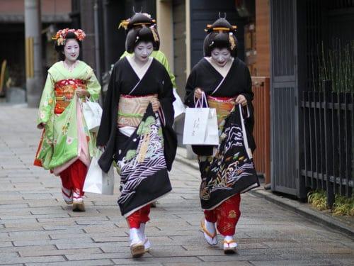 japonskoe-kimono-modeli-2-500x375
