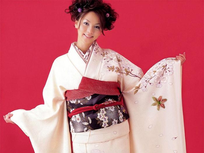 japonskoe-kimono-modeli-4